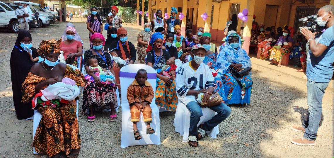 Les parents d'enfants prématurés venus assister à la célébration de la journée mondiale de la prématurité